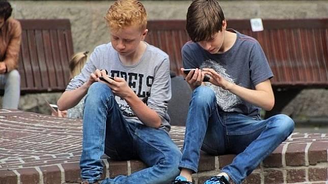 Ilustrasi remaja bermain game. (Pixabay/ natureaddict)