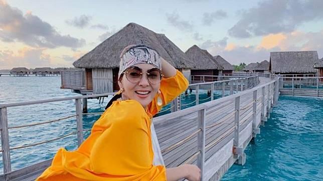 Gaya Syahrini saat berlibur ke Bora Bora, Prancis. [instagram/princessyahrini]