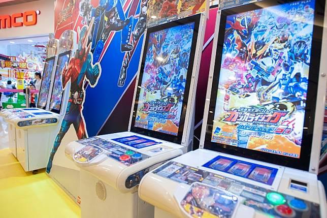 《幪面超人大戰》的Carddass卡類遊戲機,小朋友可以與好友們一決高下。(互聯網)