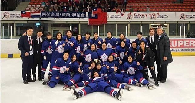 台灣之光!冰球女將全勝奪金寫記錄 明年升世界一級
