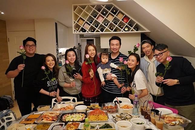 JW、葉韋彤與江若琳老友鬼鬼,日前齊齊出席朋友聚會。