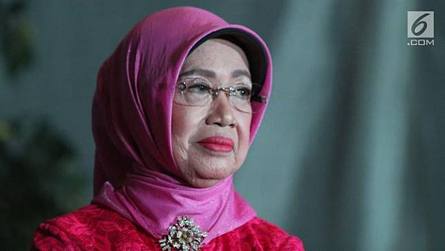 Ibunda Jokowi Dapat Penghargaan Perempuan Tangguh