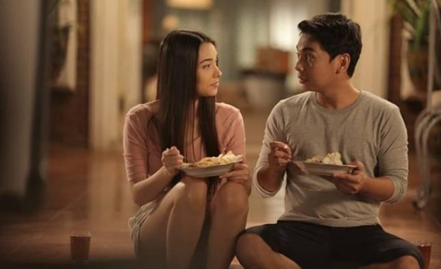 7 Film Indonesia Komedi Romantis yang Dijamin Bikin Senyum