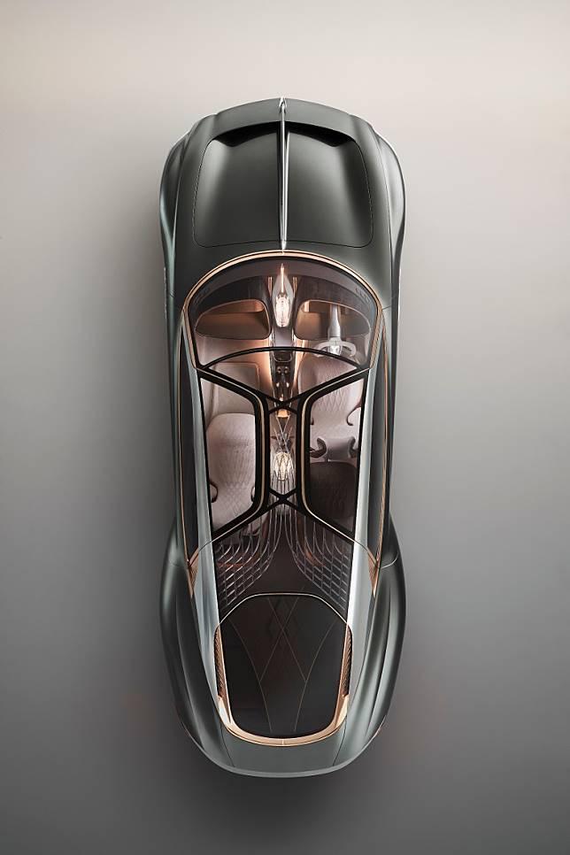 玻璃車頂利用嵌入式棱鏡設計以收集自然光,然後通過光學原理投射進車廂。(互聯網)