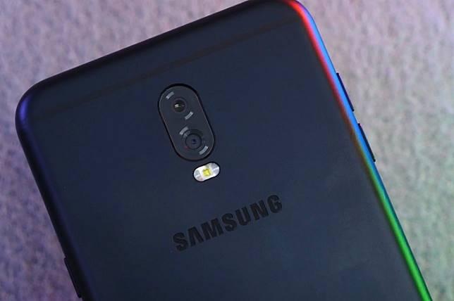 Samsung Galaxy J7+ sebagai perangkat kedua Samsung yang mengusung kamera belakang ganda resmi meluncur.