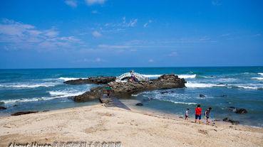 北海岸石門洞。唯一的貝殼沙灘。退潮時好多螃蟹