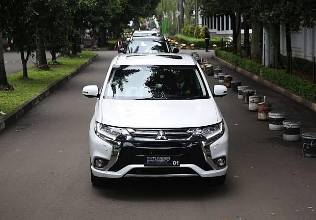 Mitsubishi Outlander PHEV saat dijajal para menteri