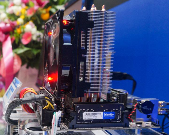 筆記型電腦用的DDR4 DIMM記憶體模組最高傳輸速度超頻至4133 MT/s。