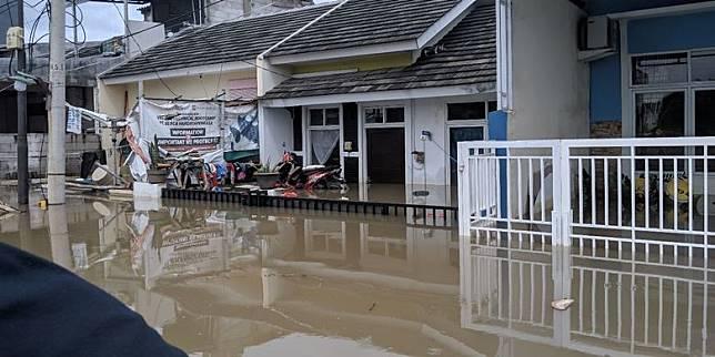 Hari Keempat Banjir Di Periuk Tangerang Air Semakin Tinggi Pemkot Hanya Bisa Berdoa Kompas Com Line Today