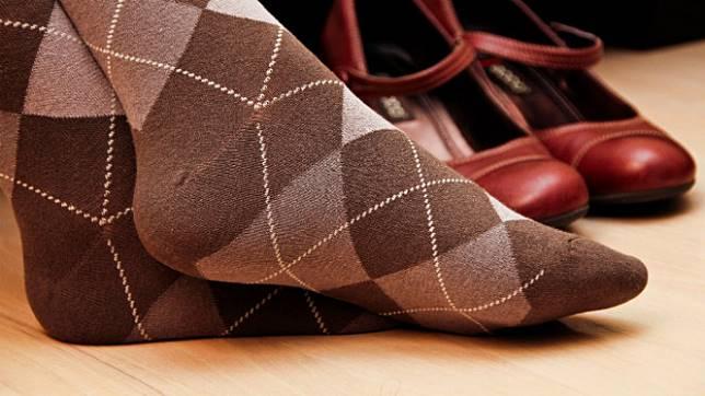 Ilustrasi kaus kaki warna cokelat
