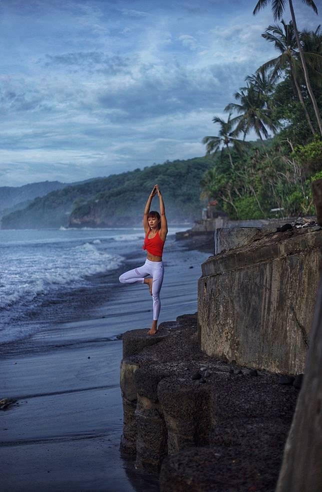 海邊做瑜伽~