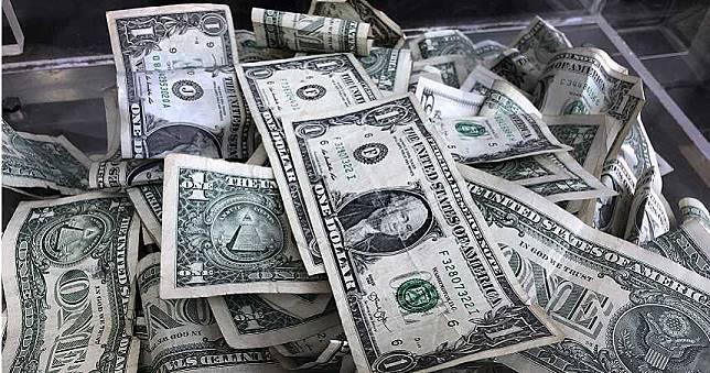 只是想看一下存款餘額 美女秒變「億萬富豪」