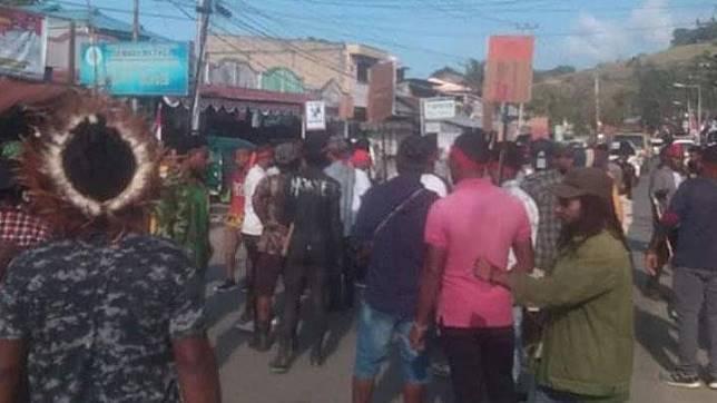 Puluhan massa mengikuti aksi unjuk rasa di Manokwari, Papua, 19 Agustus 2019. Foto: Istimewa