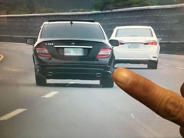 行駛國道未依規定使用方向燈,影響行車安全,可處3000元以上罰鍰,常有用路人被檢舉荷包失血。圖/聯合報系資料照片