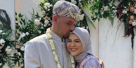 4 Potret Pernikahan Ayah Keisha Ratuliu. ©2020 Merdeka.com (instagram : monaratuliu)