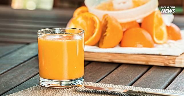 """เผยผลตรวจ """"น้ำส้มคั้นสด-น้ำส้มแท้100%"""" พบสารเคมีตกค้างสูงร้อยละ 60"""