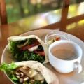 ピタパンサンド(スープ、豆サラダ付き) - 実際訪問したユーザーが直接撮影して投稿した吉田神楽岡町カフェ茂庵の写真のメニュー情報