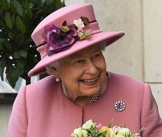 Ratu Elizabeth II Tawarkan Gaji Rp553 Juta untuk Admin Medsos