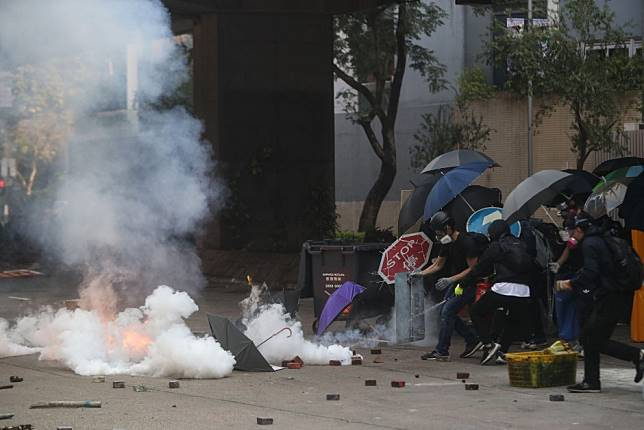 Hong Kong protests: Queen Elizabeth Hospital guards against tear gas amid nearby clashes between radicals and riot police