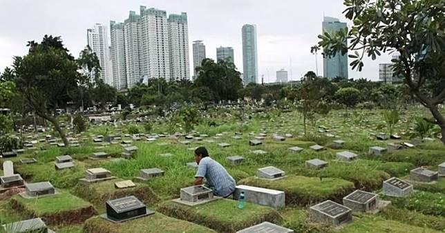 Bukannya sedih, pelayat di pemakaman ini malah tertawa