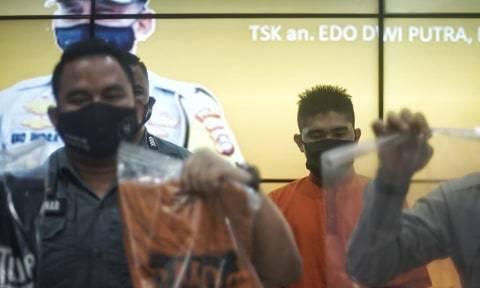 YouTuber Palembang yang Bagikan Daging Kurban Berisi Sampah: demi Subscriber