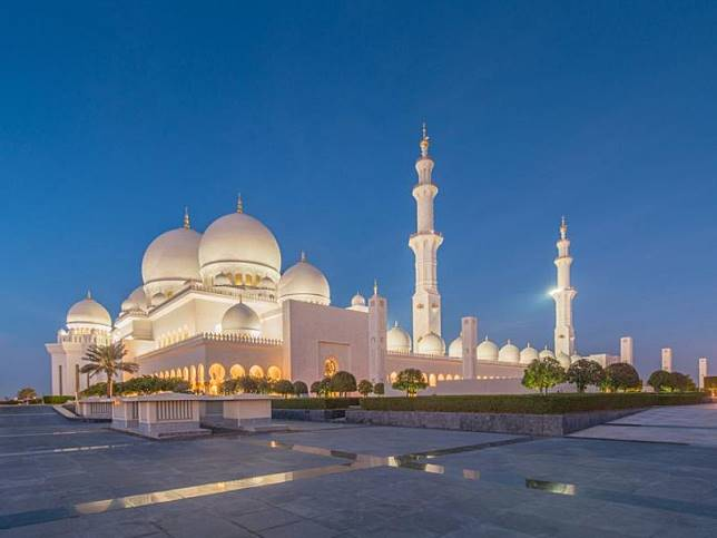 Kemegahan Masjid Agung Sheikh Zayed di Abu Dhabi