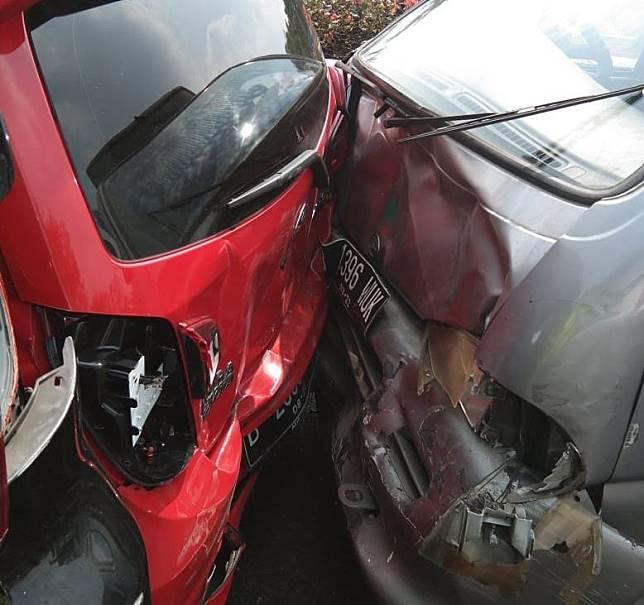 Kecelakaan beruntun di Tol Joglo