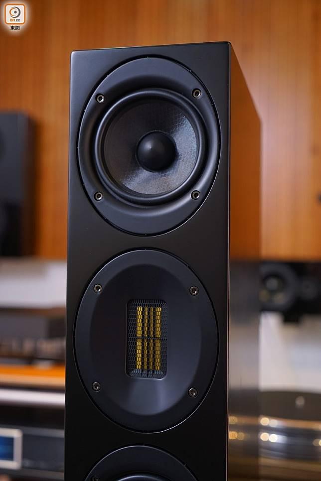 採用鋁帶高音單元,配合一個淺碟狀的導波器,輕鬆將高頻提升至40kHz。(胡振文攝)