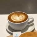 CaffeLatte - 実際訪問したユーザーが直接撮影して投稿した新宿カフェブルーボトルコーヒー 新宿カフェ店の写真のメニュー情報