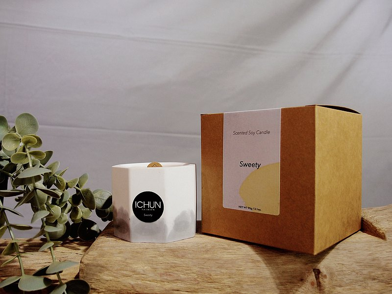 師承正宗法國香水學院ISIPCA與國際香水原料公司進修返台後成立自有品牌,以發展屬於台灣的沙龍香水為目標,每一個氣味都是精心設計