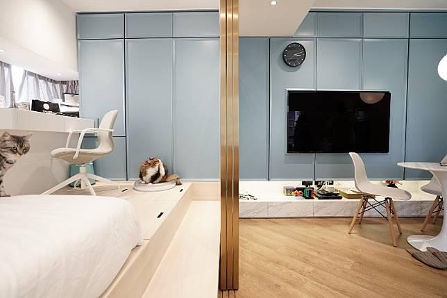 合併原有浴室和客飯廳,再以趟門分隔房間和客飯廳,平時只要把趟門開着,就能讓整間屋的空間感十足。 (受訪者提供)