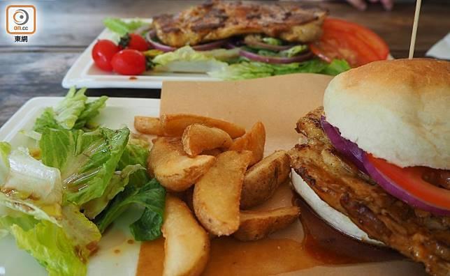 食物的種類不算很多,主食分為漢堡和沙律兩種,還有不同的小吃。(馮子伊攝)
