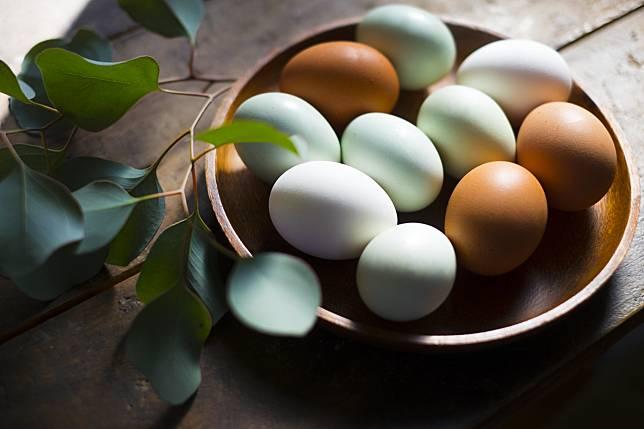 ทำไมไข่ไก่ญี่ปุ่นจึงมีสีเปลือกแตกต่างกัน?
