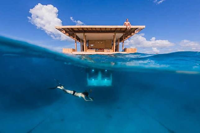 Berbagai Bangunan dengan Pemandangan Bawah Laut yang Memukau