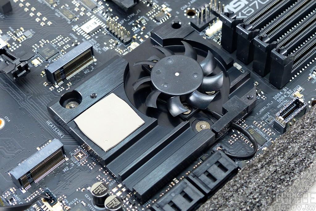 ▲ AMD X570 晶片組規格與通道數量均有提升,採用被動散熱片不足以排除廢熱,多數廠商均會加上薄型風扇。
