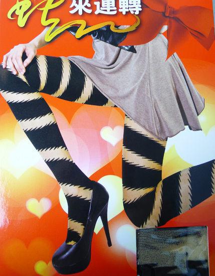 流行穿搭秘笈n獨領性感時尚最強攻略 n流行花紋設計 透膚感修飾線條顯瘦款 n個性女孩造型必備款