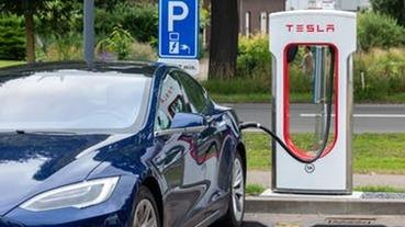 Tesla 台灣:2月1號起,超級充電站只能充到 80%