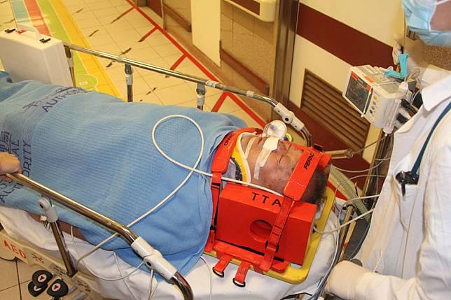 范伯伯前額及後腦受傷,需要兩度進行開腦手術。