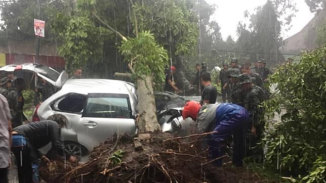 Foto: Koto Bogor Luluh Lantak Diterjang Angin Puting Beliung
