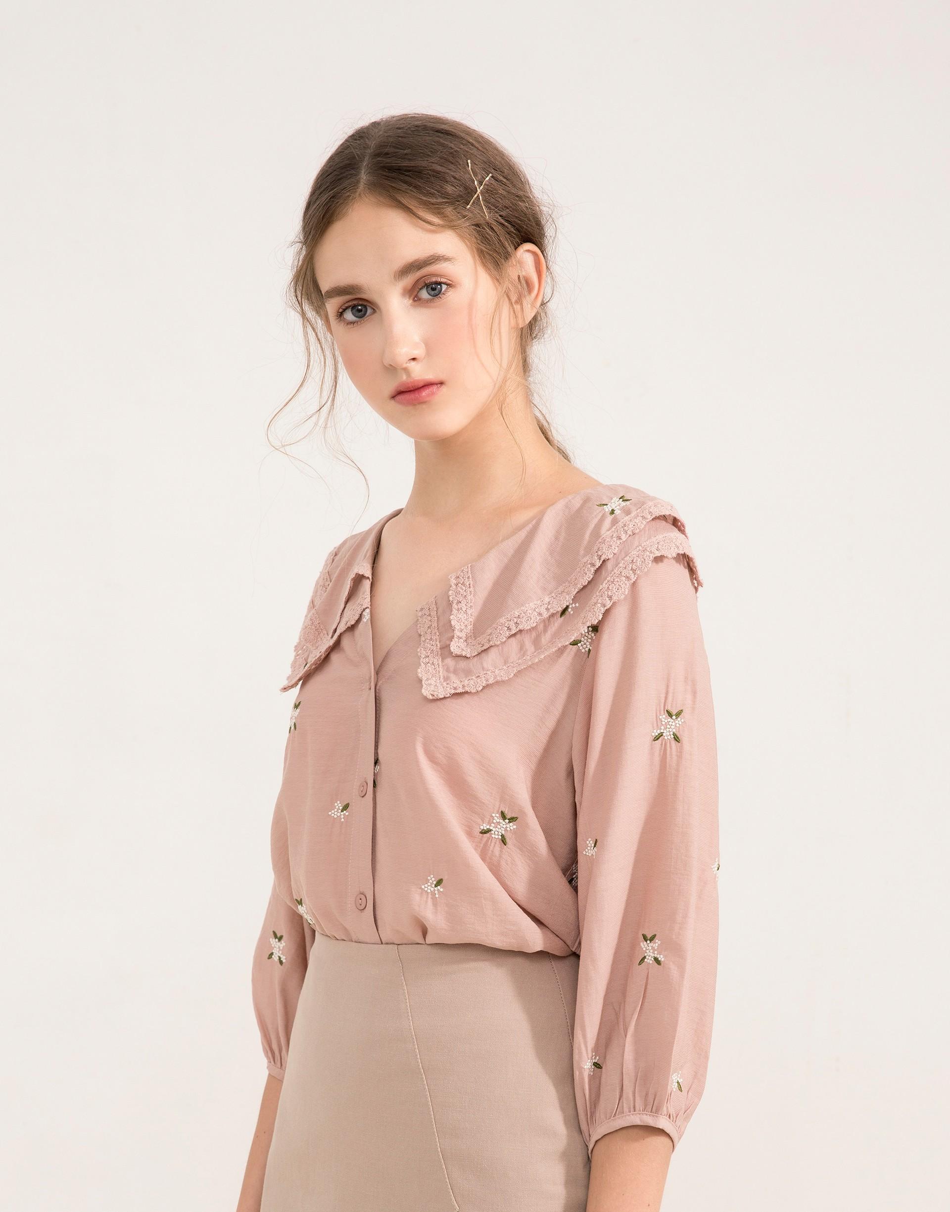 小花刺繡/雙層肩領造型/領口質感繡花織帶