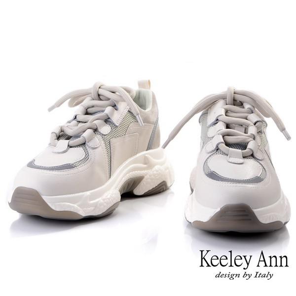 ☆此款鞋版型偏大,選購小半碼(ex:腳長24.5尺寸擇24、25尺寸擇24.5)隨興而起的輕旅行,溫暖、慵懶的米色調輕盈的步伐,雲端的呵護築起臨時起意的假日旅行。如果覺得球鞋太過男孩子氣暖暖的粉綠和粉