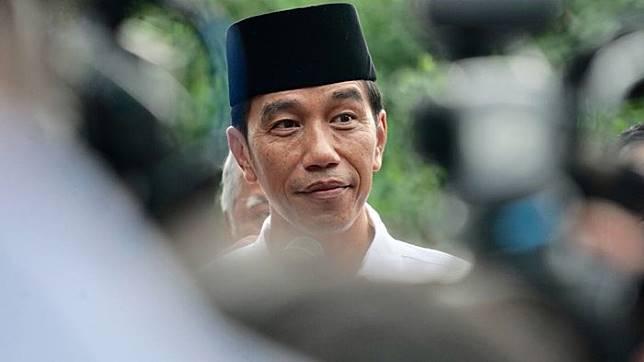 Jokowi Berbincang Dengan Habibie Lewat Telepon Doakan Kembali Sehat