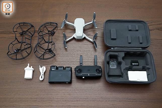 套裝包括主機、遙控器、電池×3、備用旋槳、槳葉保護罩、充電管家及收納包等。(方偉堅攝)