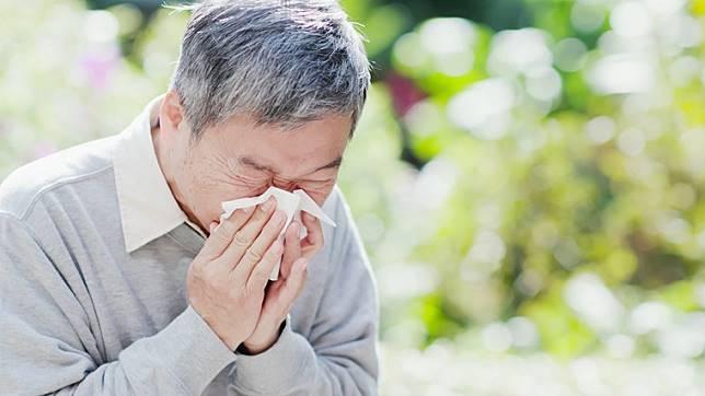 64歲老翁泣訴,花3成薪水看病實支醫療險卻不賠!原來保險不是萬能,自己存錢才更保險!