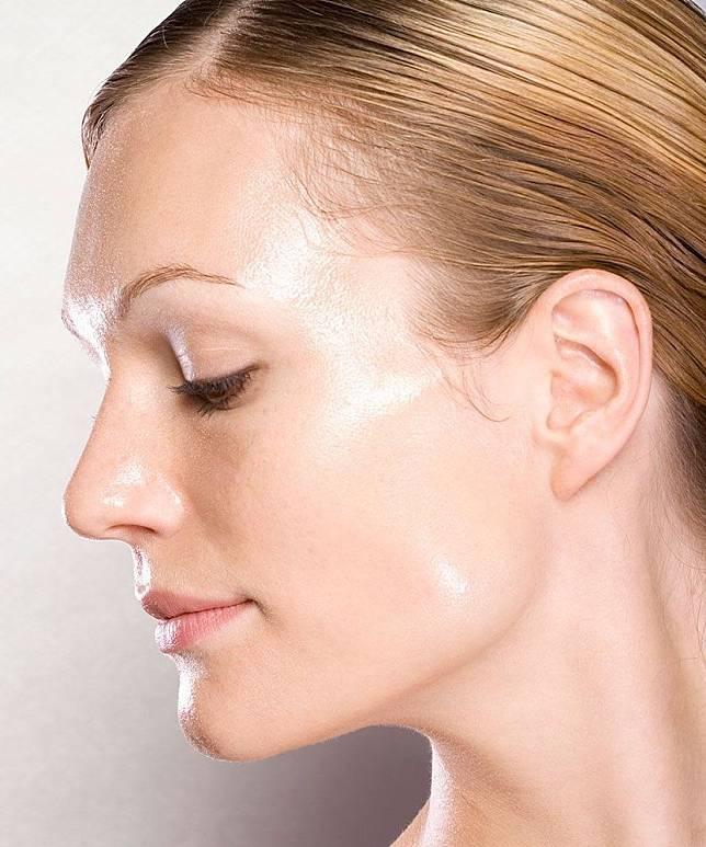 5 Bahan Kosmetik yang Harus Dihindari Pemilik Kulit Berminyak