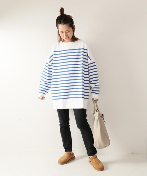 寬鬆藍白橫條紋上衣搭配窄管褲
