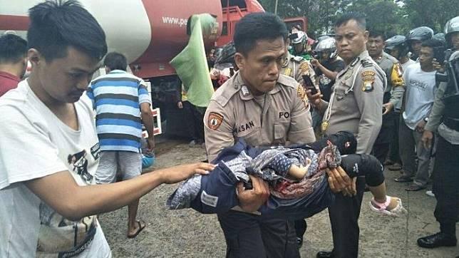 Kecelakaan lalulintas terjadi antara motor Honda Vario Vs mobil tangki Pertamina terjadi di Jl. Ahmad Razak, Kecamatan Wara, Kota Palopo, Selasa (23/7/2019) pagi.