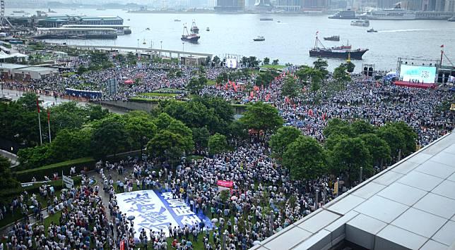 大批市民參加集會。