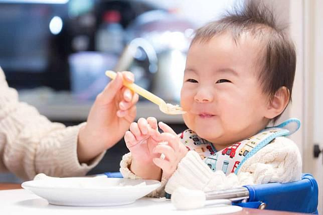 Ketika Sudah Mulai Mpasi Ini Jadwal Makan Bayi Di Bawah Usia 6 Bulan Hellosehat Com Line Today