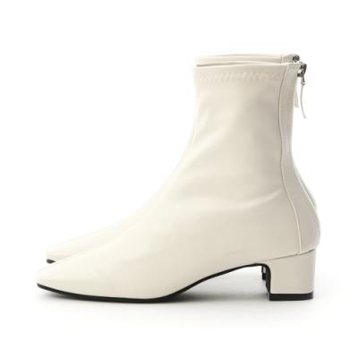 2019必備時尚單品非襪靴莫屬 超好搭靴型線條穿起來腿型超好看 復古方頭鞋型迷人時髦度100% 4.5cm粗高走起來穩定無負擔 精心改良的合腳筒圍讓顯瘦感提升